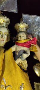 Postępująca degradacja polichromii na rzeźbach z ołtarza głównego (4)